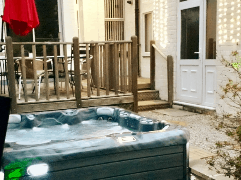 image of hot tub at liverpool hen party house